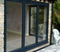 https://www.cdwsystems.co.uk/wp-content/uploads/2017/06/Black-aluminium-bifold-door-installation.jpg