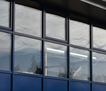 https://www.cdwsystems.co.uk/wp-content/uploads/2017/06/Dark-blue-elegance-curtain-walling.jpg
